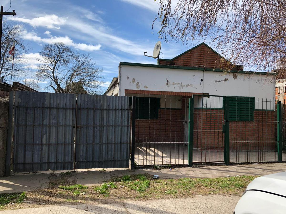 Foto Casa en Venta en  Los Hornos,  La Plata  155 y 59
