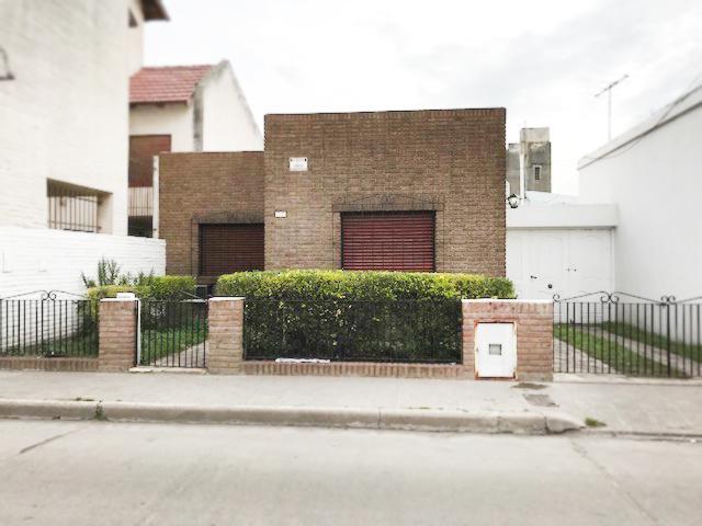 Foto Casa en Venta en  Bahia Blanca ,  Interior Buenos Aires  Azhara al 500