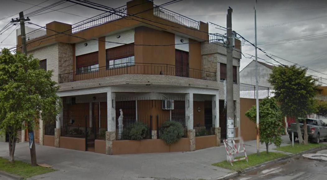 Foto Casa en Venta en Castelli al 600, Argentina | G.B.A. Zona Oeste | Moron