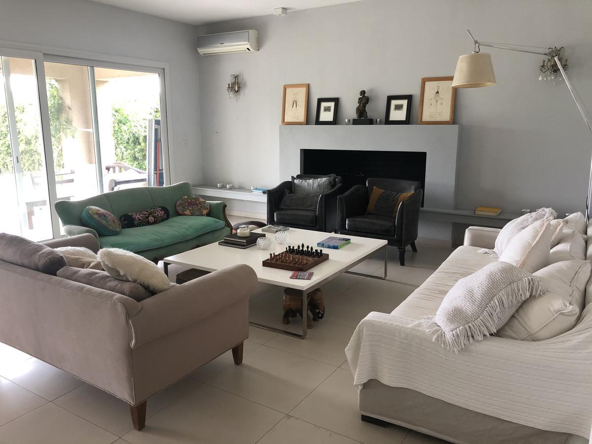 Foto Casa en Venta en  Tigre ,  G.B.A. Zona Norte  Barrio Santa Bárbara. Excelente Casa a la laguna. Venta