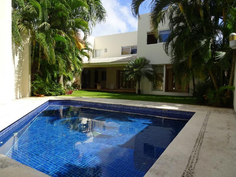 Foto Casa en Venta en  Cancún ,  Quintana Roo  Residencia en Venta en Villa Magna. De Lujo 4 Recs. SMZ 310. Cancún
