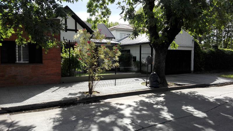 Foto Casa en Venta en  Monte Grande,  Esteban Echeverria  Sarmiento al 200