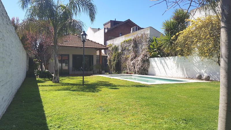 Foto Casa en Venta en  Haedo Sur,  Haedo  Las Bases al 900