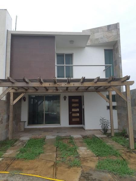 Foto Casa en Venta |  en  Puerto Condesa,  Alvarado  Casa Residencial en Venta en Veracruz (La Riviera - Condesa)