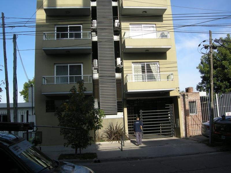 Foto Departamento en Alquiler en  Esc.-Centro,  Belen De Escobar  Bernardo de Irigoyen 244