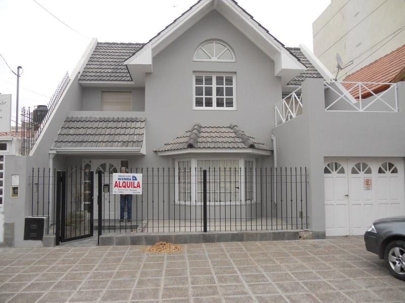 Foto Casa en Alquiler en  Capital ,  Neuquen  BASAVILBASO al 300