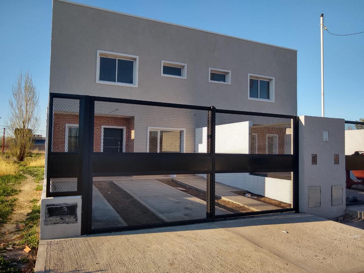 Foto Casa en Venta en  Cipolletti ,  Rio Negro  San Juan al 1000