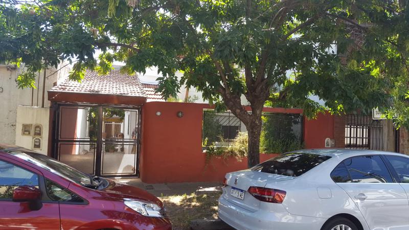 Foto Casa en Venta en  Olivos,  Vicente Lopez  D. F. Sarmiento al 3700