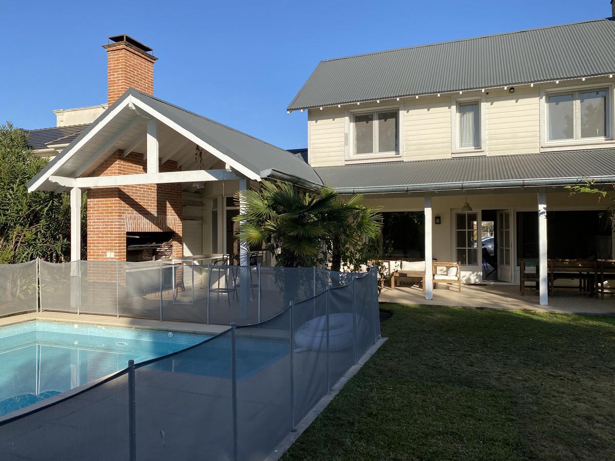 Foto Casa en Alquiler en  Las Caletas,  Nordelta  Las Caletas, Nordelta. Casa 3 habitaciones con dependecia y piscina. Venta