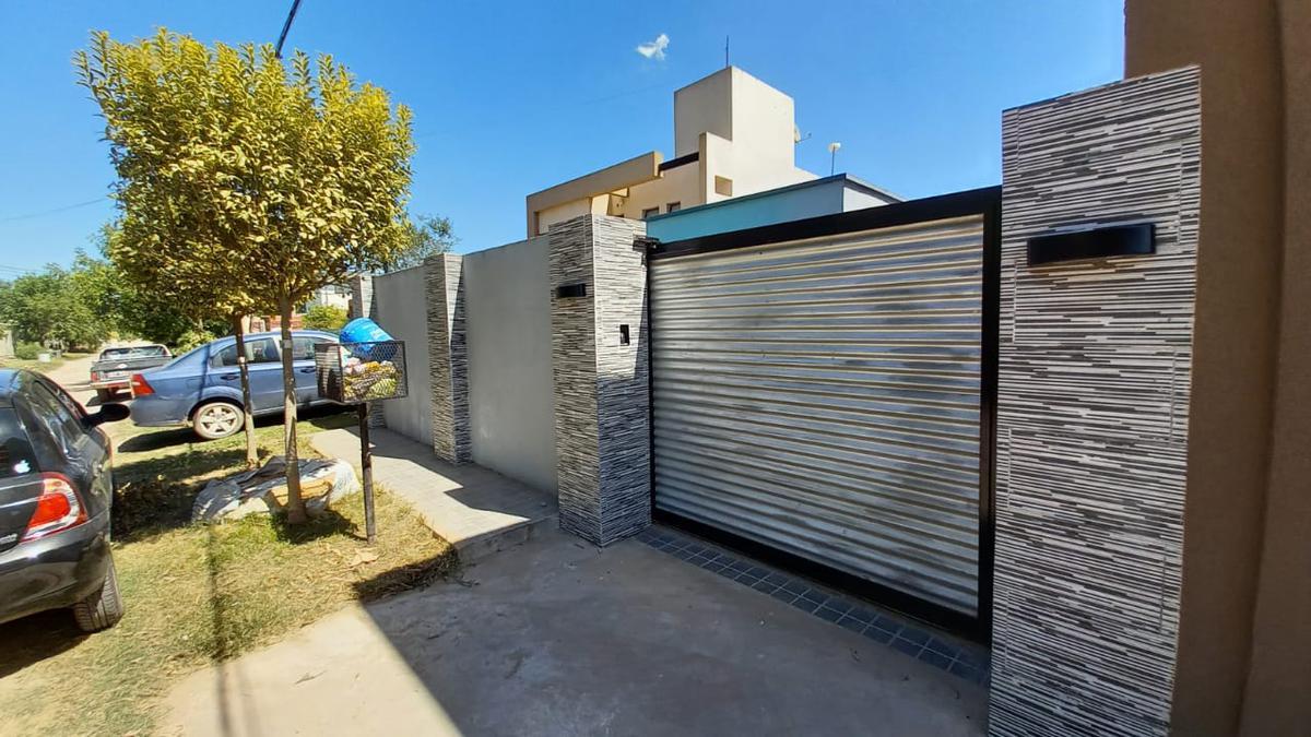 Foto Casa en Venta en  Villa Parque Sicardi,  La Plata  12 e/ 664 y 665 - Sicardi La Plata