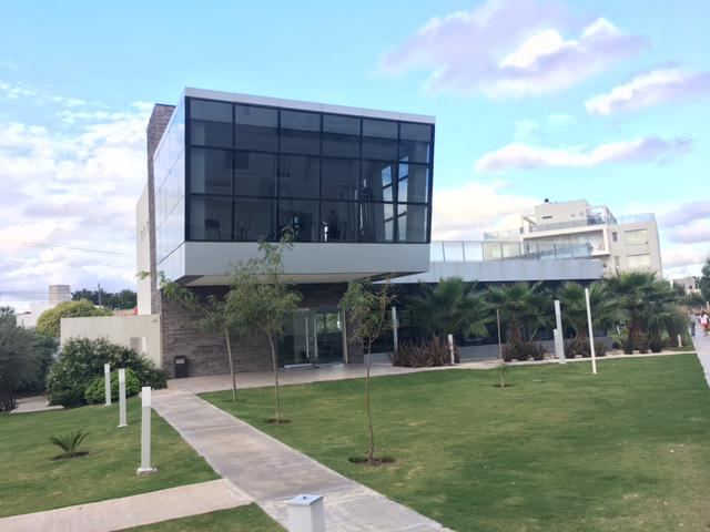 Foto Departamento en Venta en  Tejas del Sur,  Cordoba  Fontanas del Sur - 1 Dorm y 2 Baños! Con Cochera! Planta Baja
