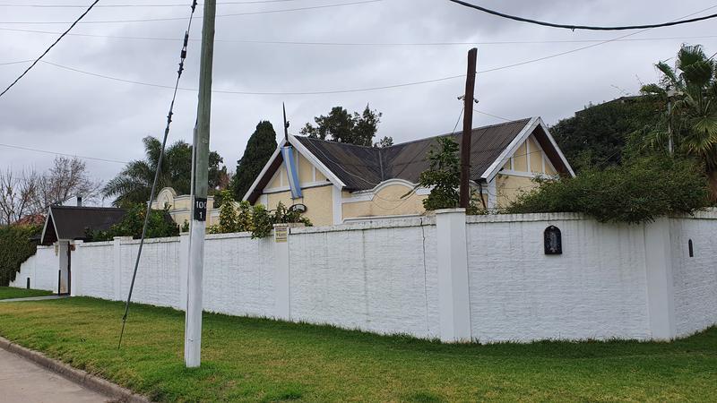 Foto Casa en Venta en  Burzaco Oeste,  Burzaco  Lacamera al 1000