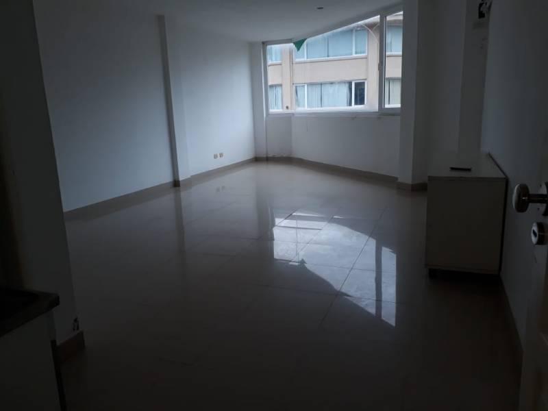 Foto Oficina en Alquiler en  Pinamar ,  Interior Buenos Aires  Av. Shaw al 300