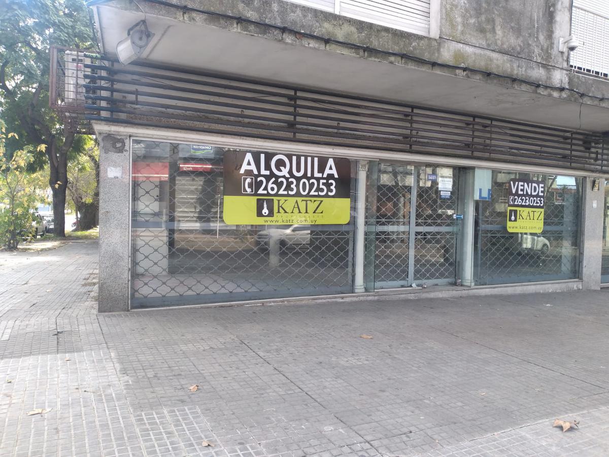 Foto Local en Venta en  Pocitos ,  Montevideo  Rivera esquina Bustamante, gran esquina con visibilidad !!