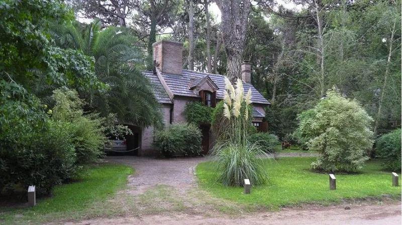 Foto Casa en Venta en  Carilo ,  Costa Atlantica  AVESTRUZ 900
