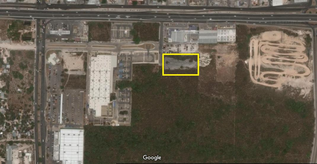 Foto Terreno en Venta en  Solidaridad ,  Quintana Roo  Terreno en Venta Industrial a un lado de HomeDepot