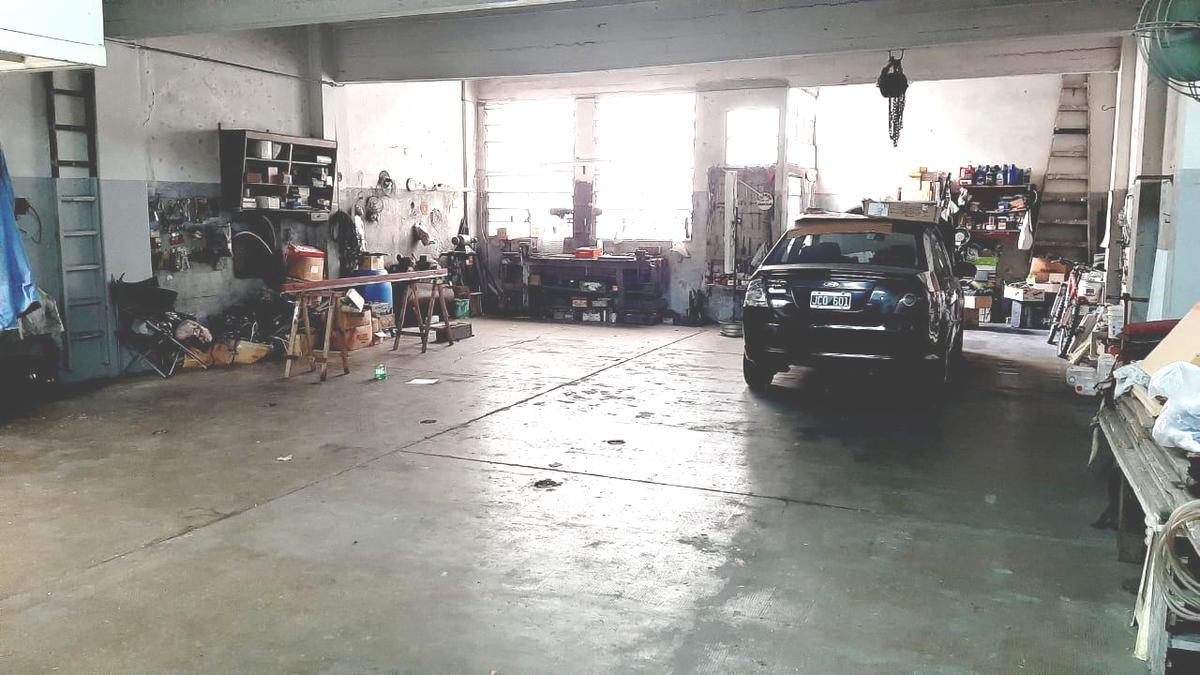 Foto Departamento en Venta en  Flores ,  Capital Federal  Zuviría 2200 *  Galpón /depósito con vivienda  Sup, 150m2.  mäs  230 m2. totales de  3 Amb. c/ Balcón, Patio y terraza. COCHERA. Precio M² U$D 630.