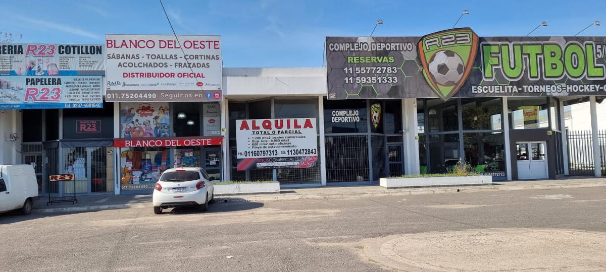 Foto Local en Alquiler en  Moreno ,  G.B.A. Zona Oeste  Av libertador 1651