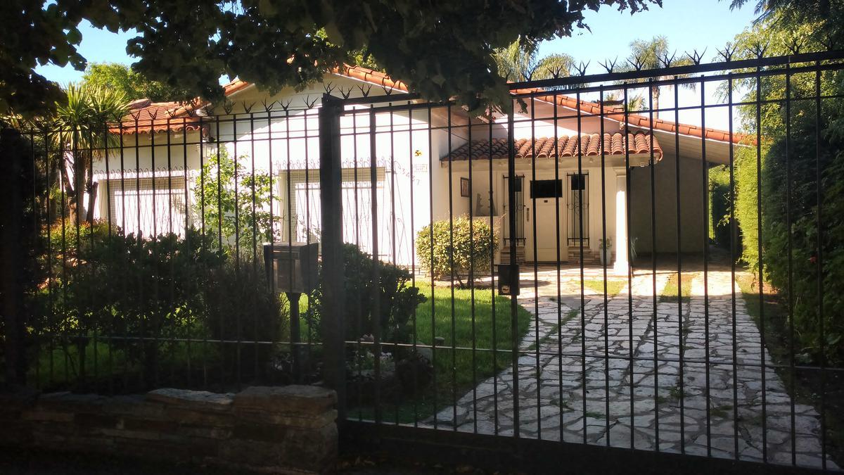 Foto Casa en Venta |  en  Castelar,  Moron  Pedro Goyena al 3400