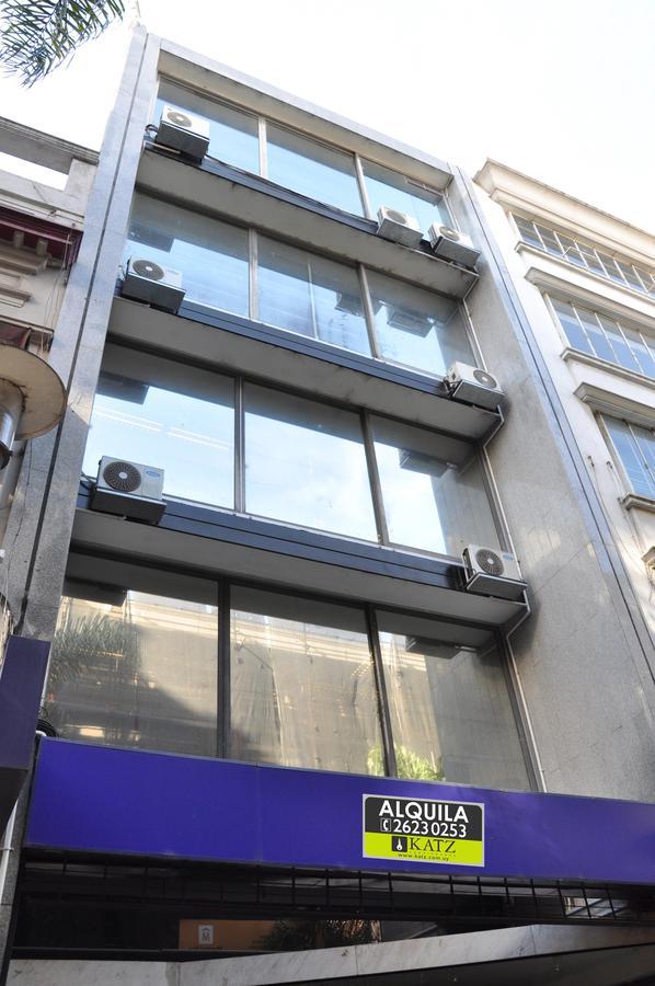 Foto Edificio Comercial en Alquiler | Venta en  Ciudad Vieja ,  Montevideo  Sarandi  entre Bartolome Mitre y Juan Carlos Gomez