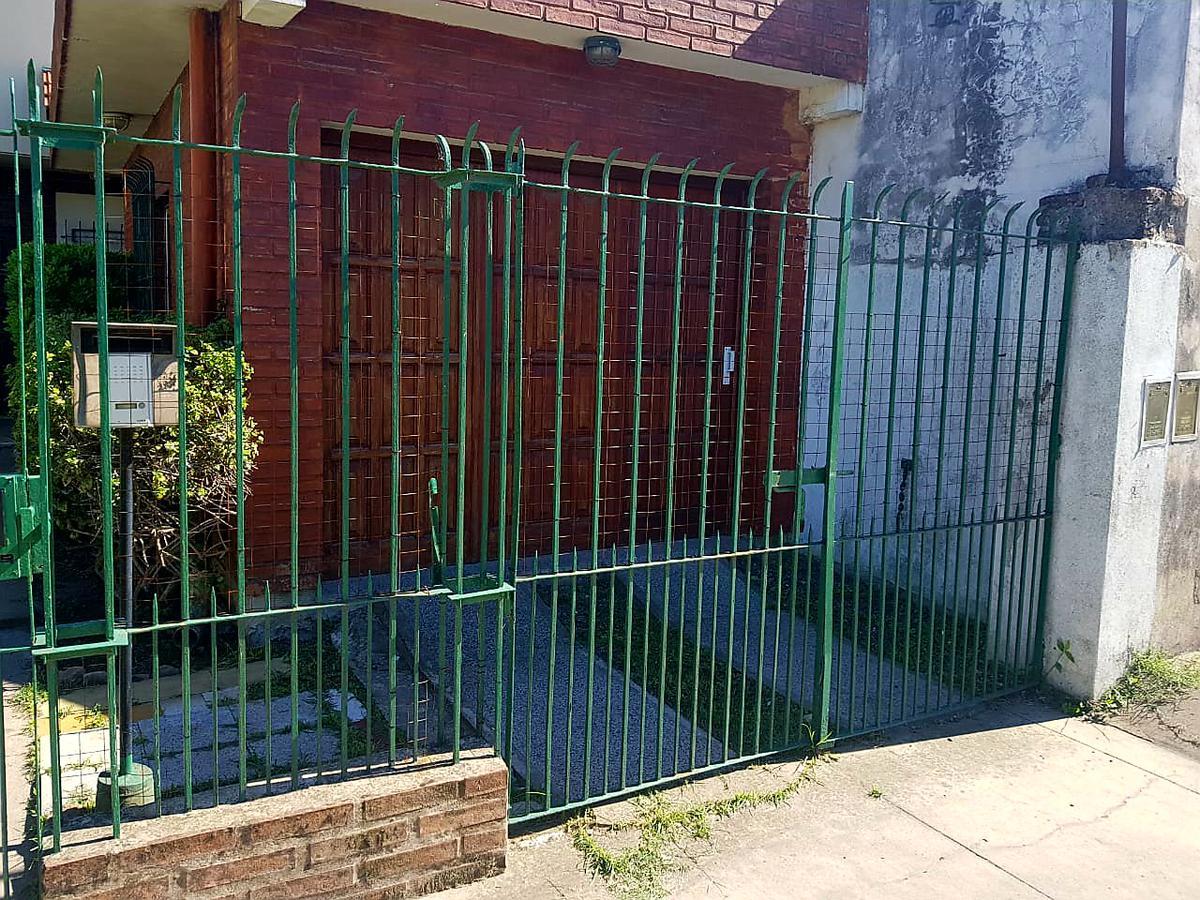 Foto Casa en Venta en  Almirante Brown ,  G.B.A. Zona Sur  Motti De Tieghi al 1200 Longchamps/Casa y Departamento.