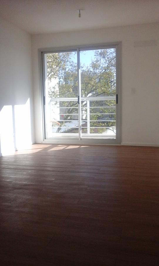 Foto Departamento en Alquiler en  Tres Cruces ,  Montevideo  Requena esquina Colonia