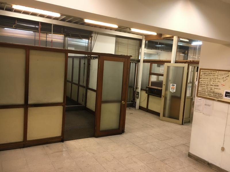 Foto Oficina en Venta   Alquiler en  Centro (Montevideo),  Montevideo     Salón y Oficinas a metros de 18 de  Julio