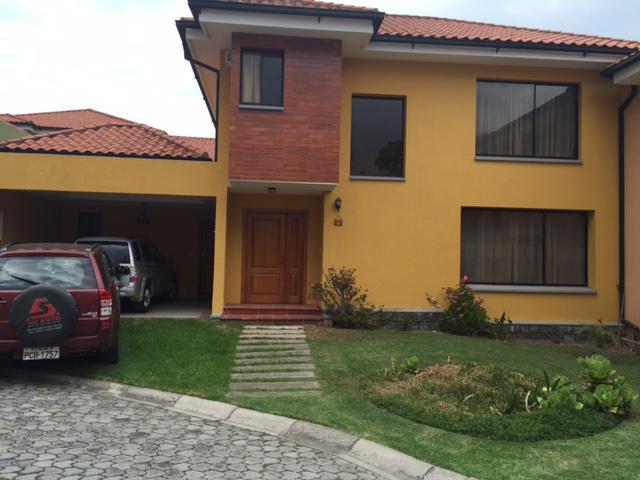 Foto Casa en Alquiler en  Cumbayá,  Quito  Urbanización Vista Hermosa