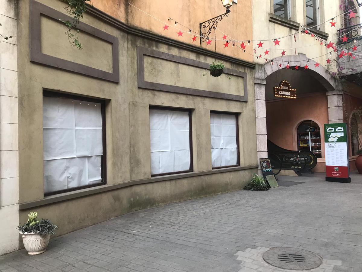 Foto Local en Alquiler en  Plaza Canning (Comerciales),  Canning  LOCAL EN ALQUILER : CANNING :: PLAZA CANNING