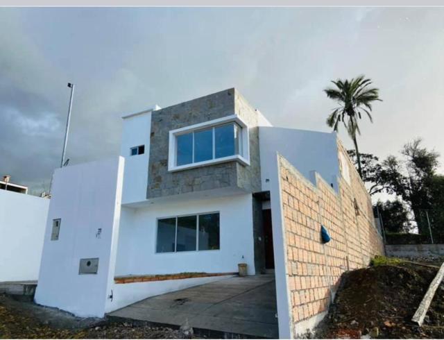 Foto Casa en Venta en  Challuabamba,  Cuenca  Villa en venta por estrenar exclusivo sector de Challuabamba $185.000dlrs.