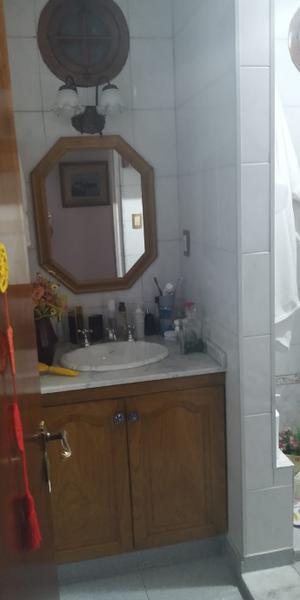Foto Casa en Venta en  Valentin Alsina,  Lanus  Rivadavia al 900