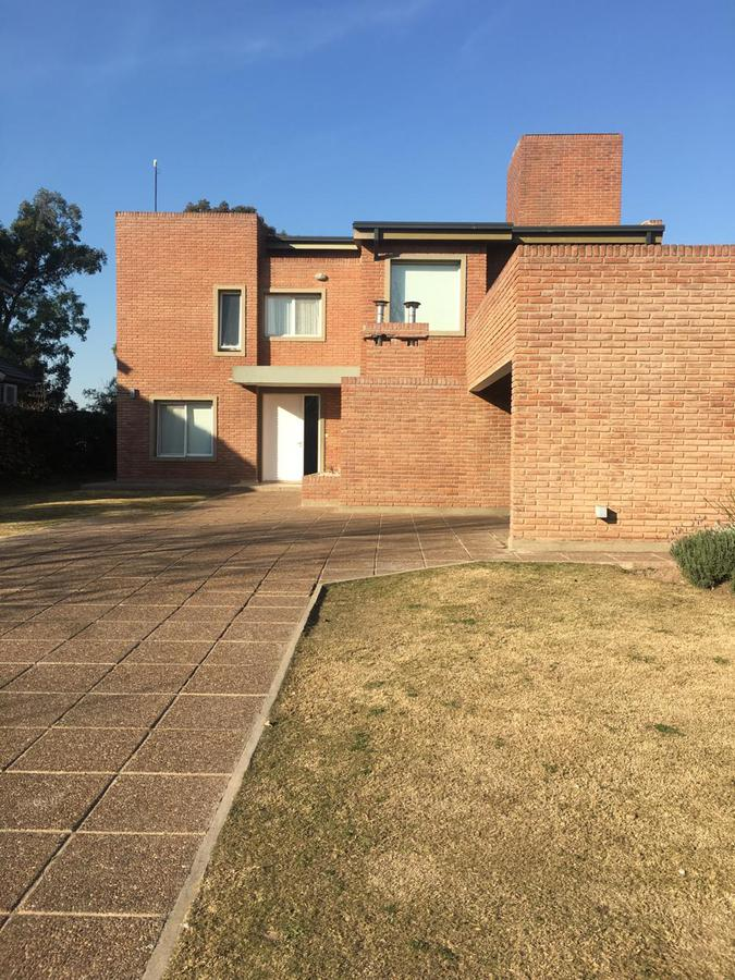 Foto Casa en Alquiler en  Jockey Club,  Cordoba  jockey