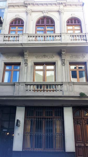 Foto Edificio Comercial en Venta en  Ciudad Vieja ,  Montevideo  Edificio con Renta - Cerrito y Treinta y Tres