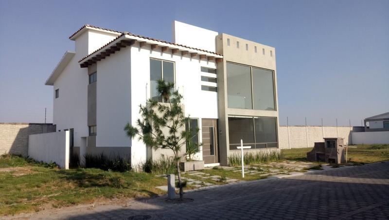 Foto Casa en condominio en Venta en  San Miguel Totocuitlapilco,  Metepec  Casa Nueva  en Venta en Condado del Valle Metepec