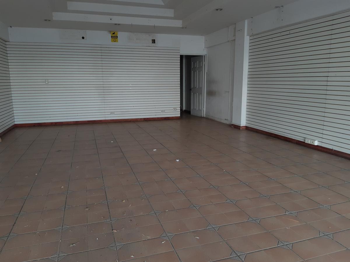 Foto Local en Renta en  Pozos,  Santa Ana  Local en Plaza Comercial/ Parqueos/ Tránsito