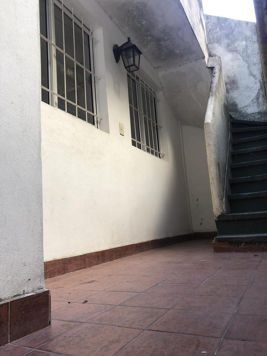 Foto PH en Alquiler en  Balvanera ,  Capital Federal  rivadavia al 2200