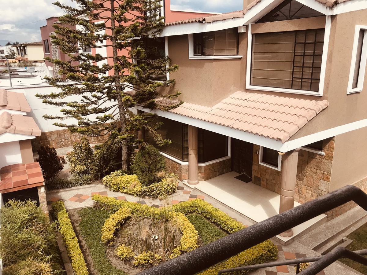 Foto Casa en Venta en  Calderón,  Quito          CALDERON  GEOVANNY CALLES