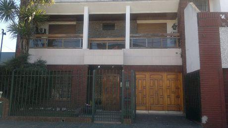 Foto Casa en Venta en  Lanús Oeste,  Lanús  BOQUERON 2500