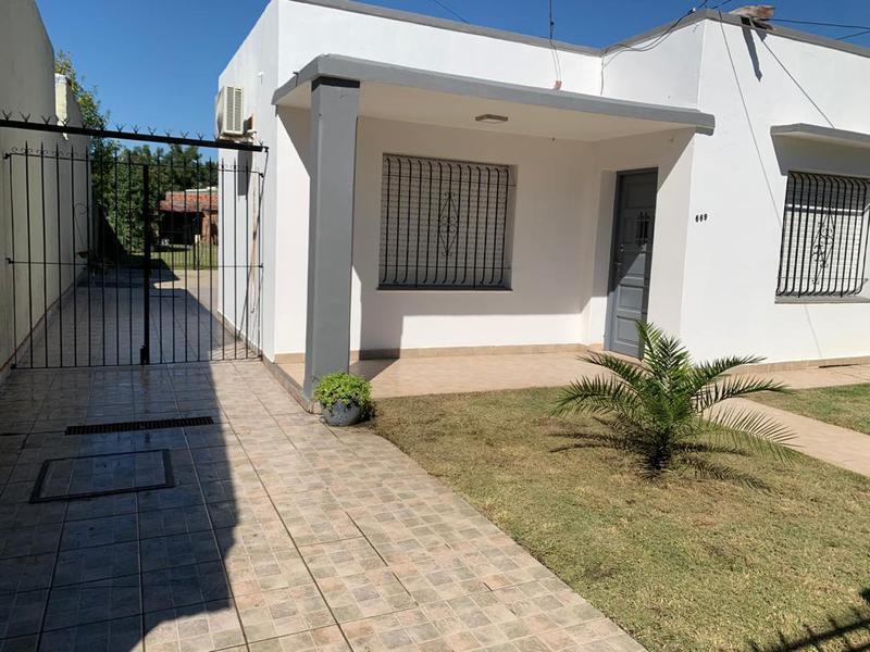 Foto Casa en Venta en  Monte Grande,  Esteban Echeverria  Casa - Alberdi al 600