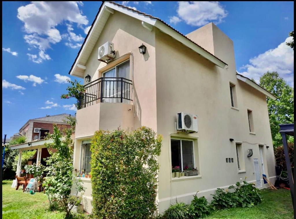 Foto Casa en Venta en  Pilar ,  G.B.A. Zona Norte  Barrio Los Jazmines, Pilar del Este
