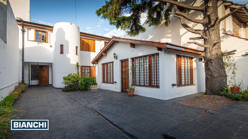Foto Casa en Venta en  Materno Infantil,  Mar Del Plata  PERMUTA por 3 AMB. - Garay 2167