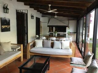 Foto Casa en Venta en  Urca,  Cordoba  Casa en venta en Urca. Zona Norte. 3 Dormitorios y 3 Baños. Con jardín y pileta. Recibe menor.