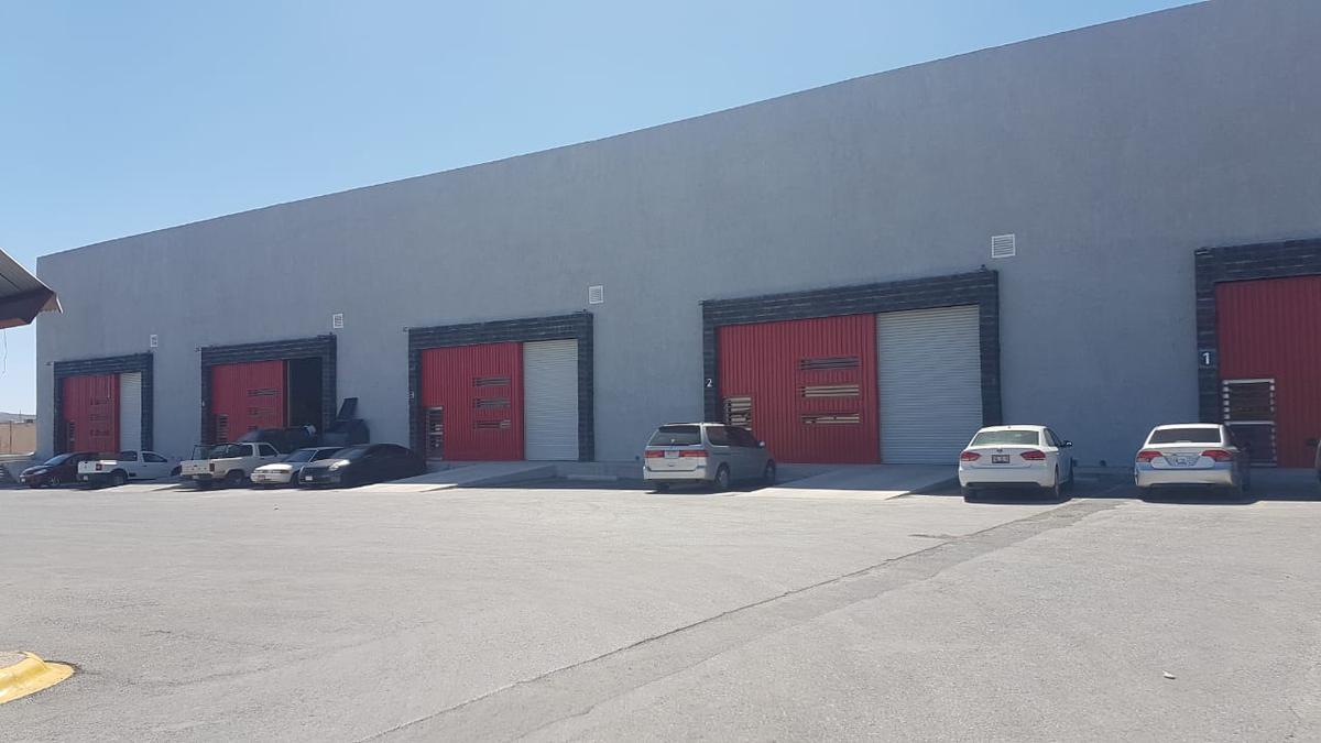 Foto Bodega Industrial en Renta en  Chihuahua ,  Chihuahua  bodega con oficinas, baños y area de comedor