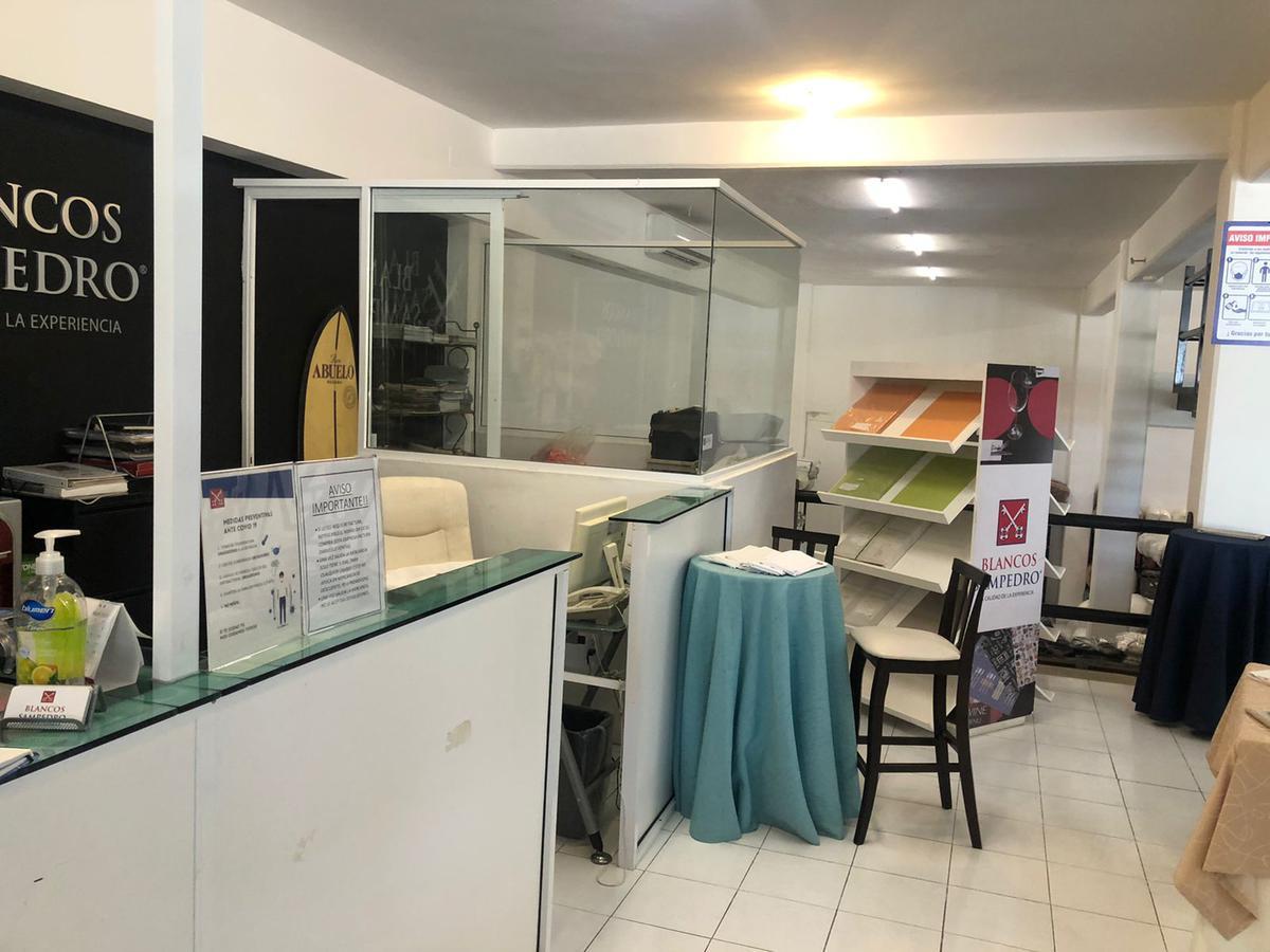 Foto Local en Venta en  Alfredo V Bonfil,  Cancún  LOCAL CON BODEGA EN VENTA EN CANCUN EN AVENIDA COLOSIO