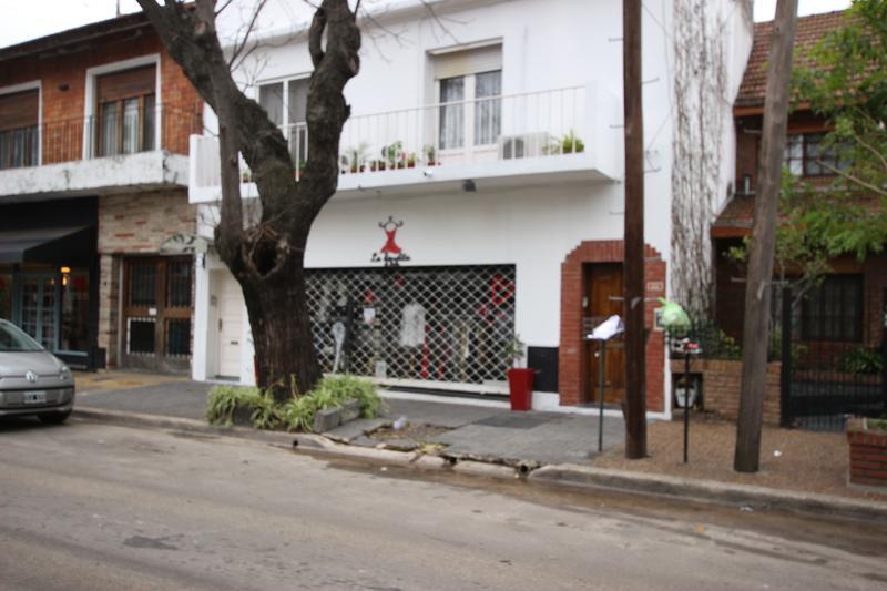 Foto Local en Alquiler en  Martinez,  San Isidro  ITALIA al 1400
