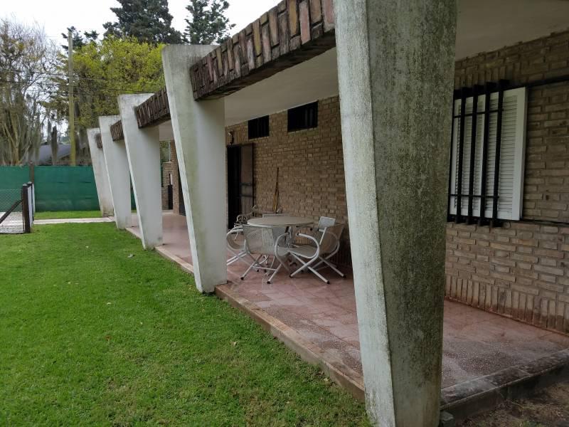 Foto Casa en Venta en  Roldán ,  Santa Fe  Famatina esquina Calchaqui al 700