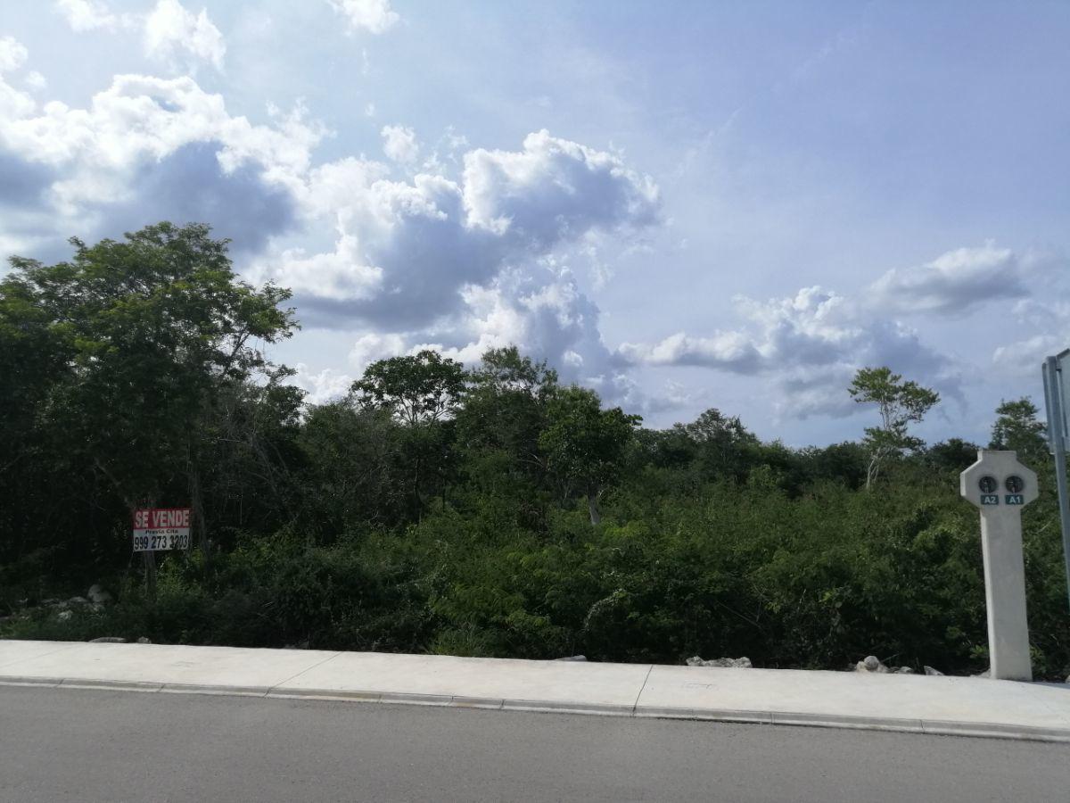 Foto Terreno en Venta en  Pueblo Komchen,  Mérida          Terreno en la Privada Jardines de la Rejoyada Lote A1