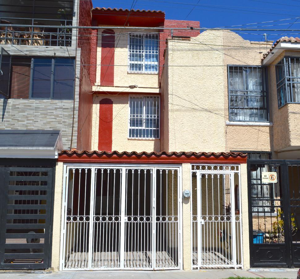 Foto Casa en Venta en  Santa Ana Tepetitlán,  Zapopan  Villas Uxmal 1256