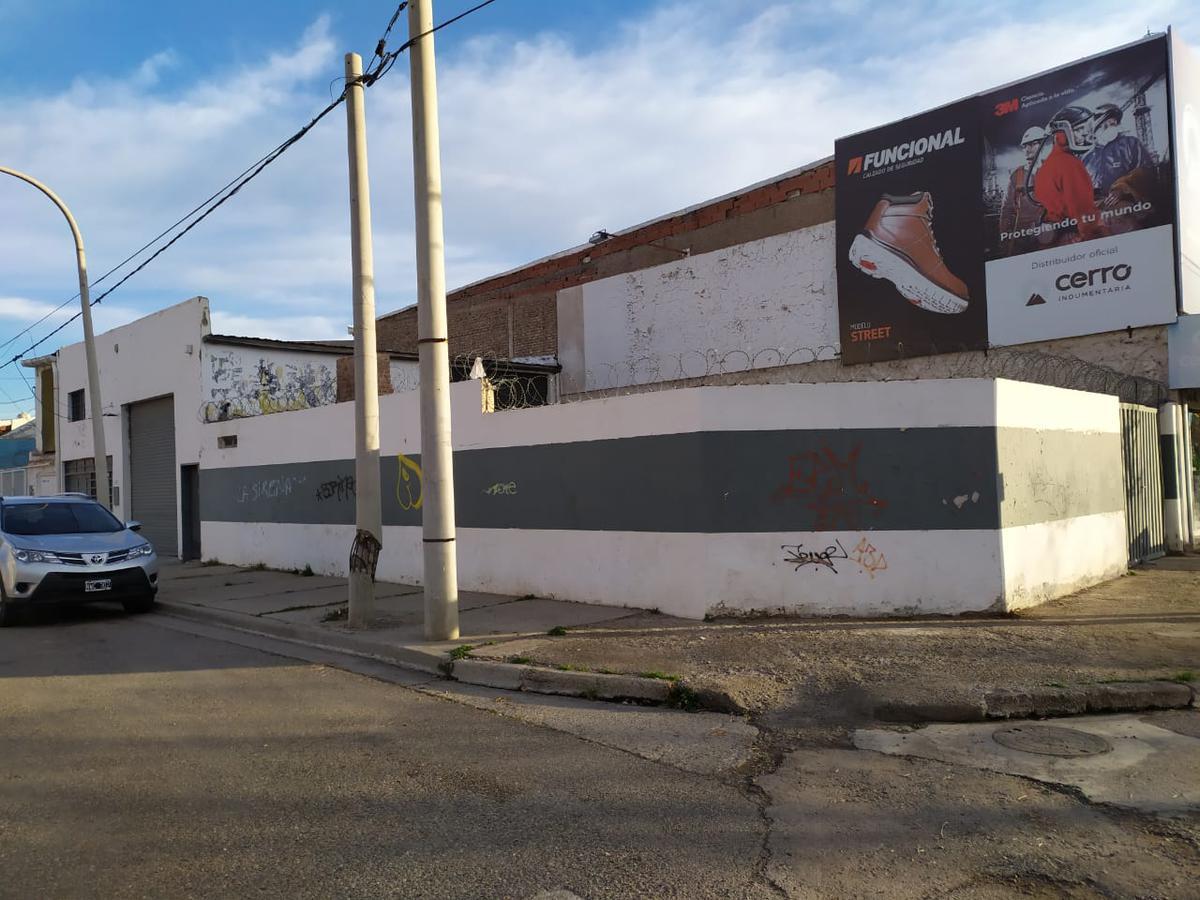 Foto Galpón en Venta en  Capital ,  Neuquen  lastra y piloto