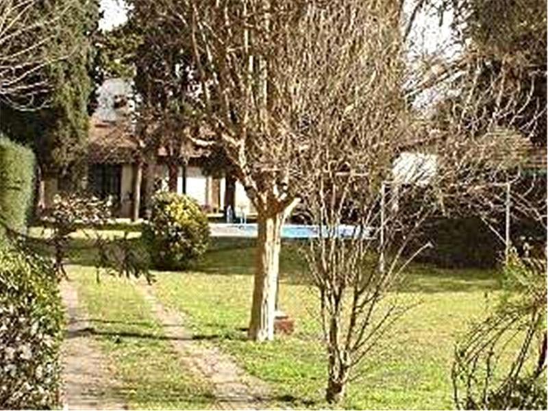 Foto Casa en Alquiler temporario en  Barrio Parque Leloir,  Ituzaingo  De la Huella al 3300